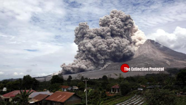 Indonesian Volcano erupting 5