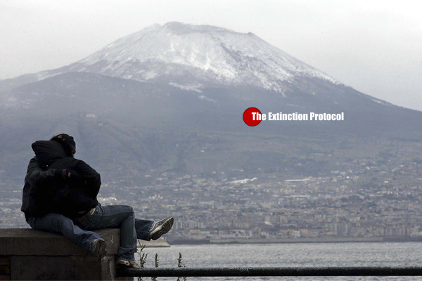 BREAKING; AFTER 36'000 YEARS MOUNT VESUVIUS RUMBLES TO LIFE plus More Rome-volcano