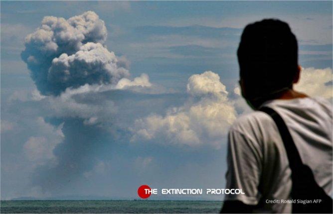 Indonesia's Anak Krakatau volcano shaken by violent eruption 000-1-anak-k